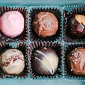 6 verschiedene Pralinen in einer Box